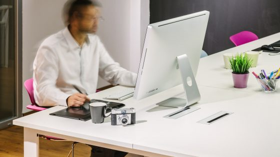 Our New Office Man Working in a Modern Trendy Office 560x315 anasayfa Anasayfa Man Working in a Modern Trendy Office 560x315